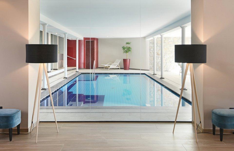 das-stachelburg-schwimmbad-01.jpg