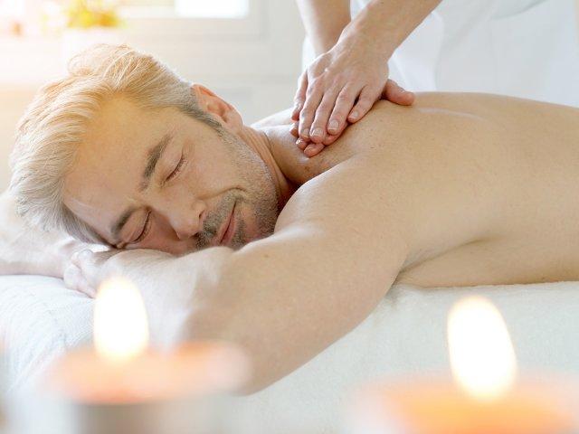 das-stachelburg-massage-mann.jpg
