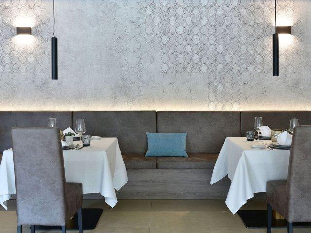 hotel-das-stachelburg-speisesaal-tische.jpg